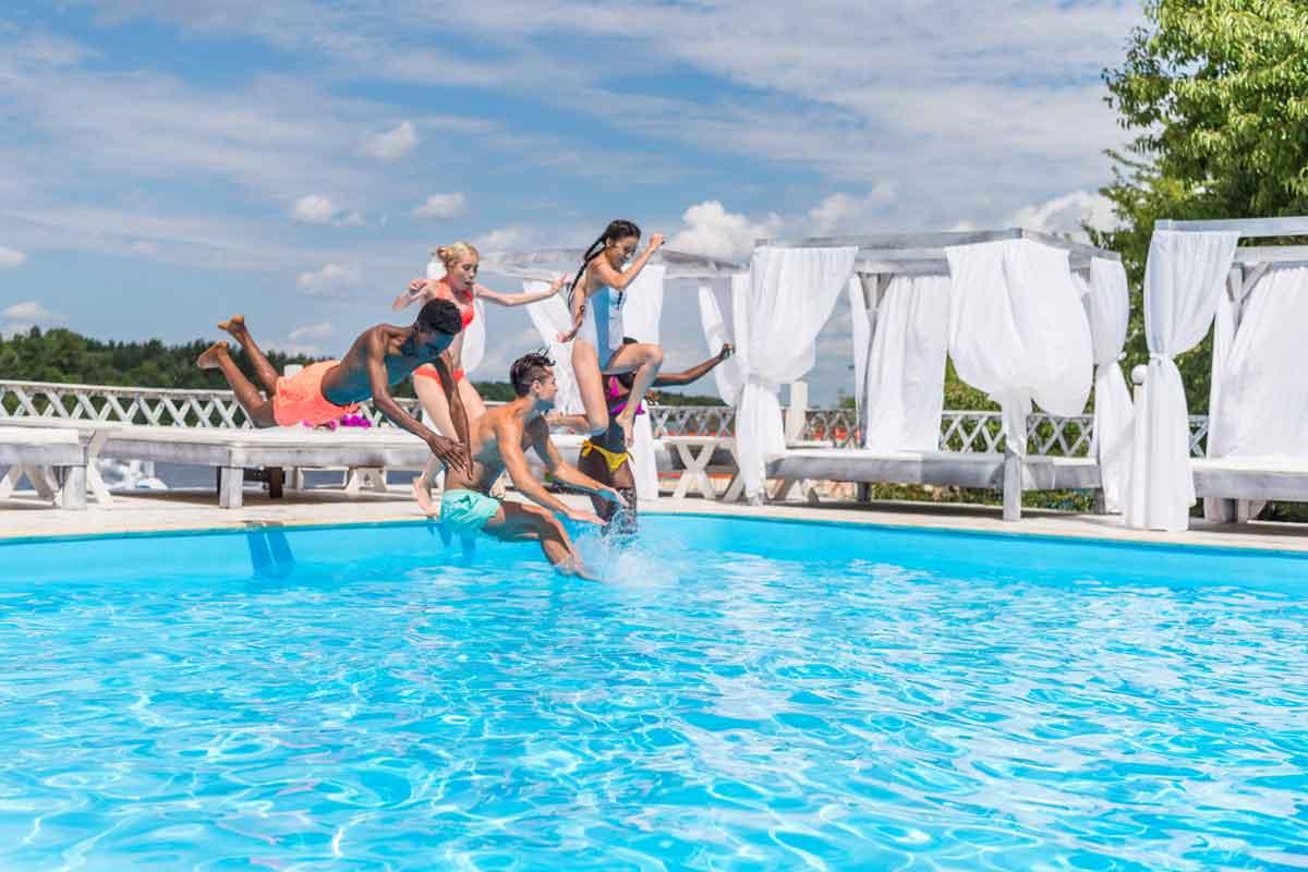 genieten in prive zwembad